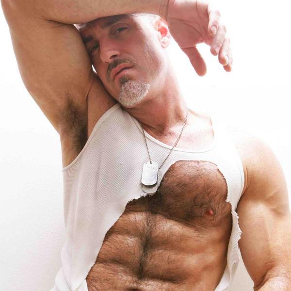 Колтон Форд является сценическое имя Гленна Soukesian , бывший однополых вз